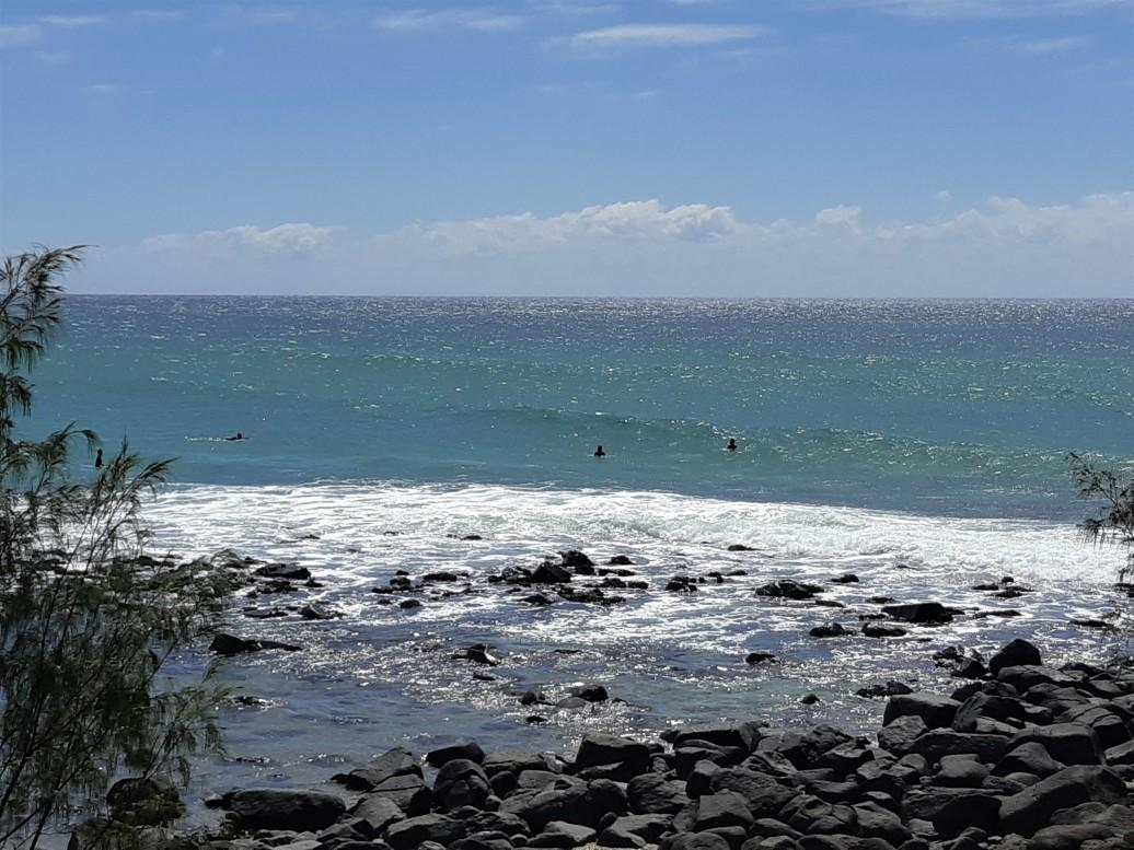 Surfing the Break @ Burleigh Heads