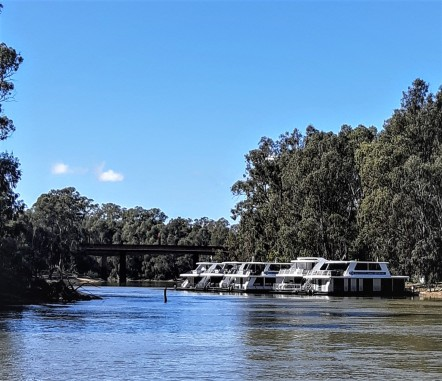 House Boats on the Murray